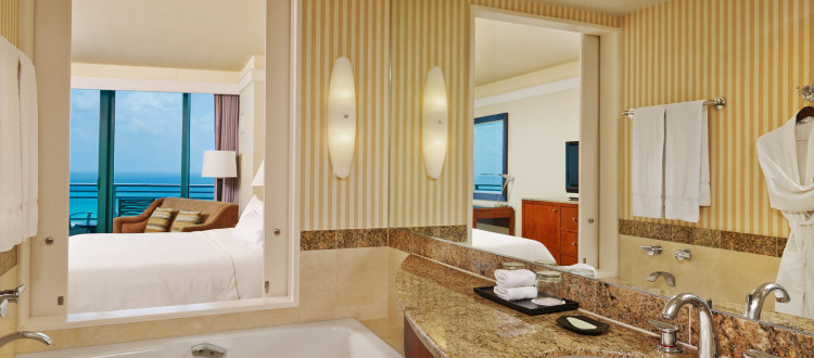 Diplomat Grand Deluxe King Bathroom
